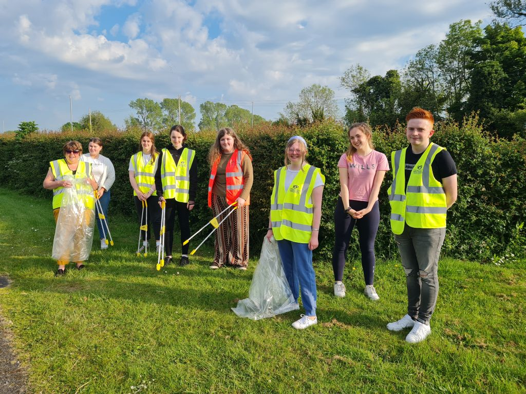Newry DEA Forum Thanks Young Volunteers for Litter Pick of Newry Towpath